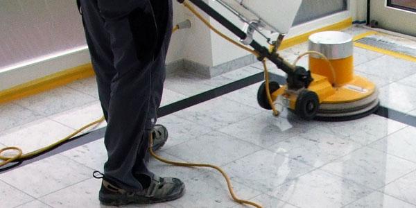 Inicio de los servicios de limpieza y abrillantado en edificios de oficinas
